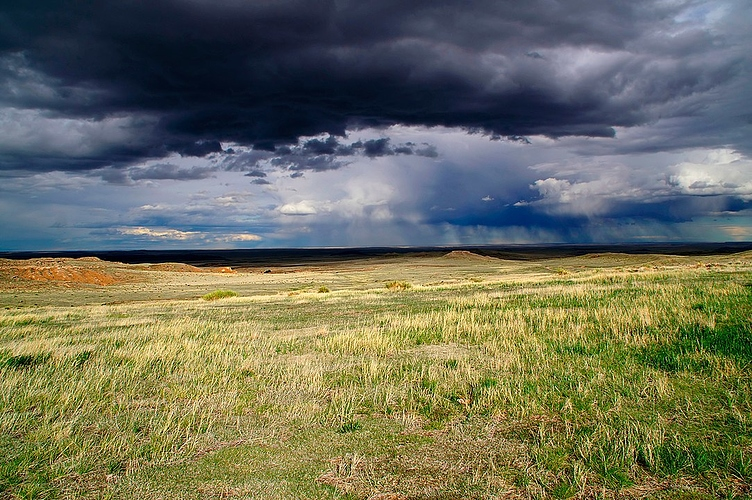 1083px-Pawnee_Buttes_Storm_Clouds