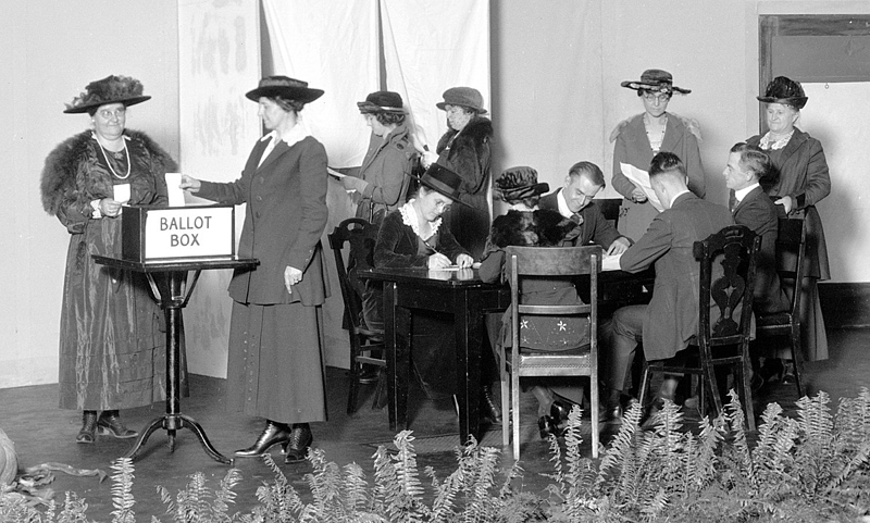 1196px-Women_practice_voting_in_Dayton_Oct._27,_1920