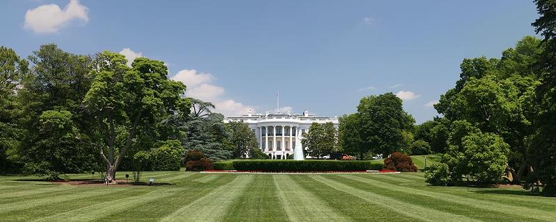 1920px-White_House_lawn