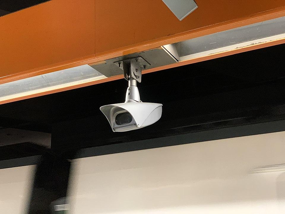 960px-Caméra_Surveillance_Gare_Val_Fontenay_Quais_RER_A_Fontenay_Bois_1