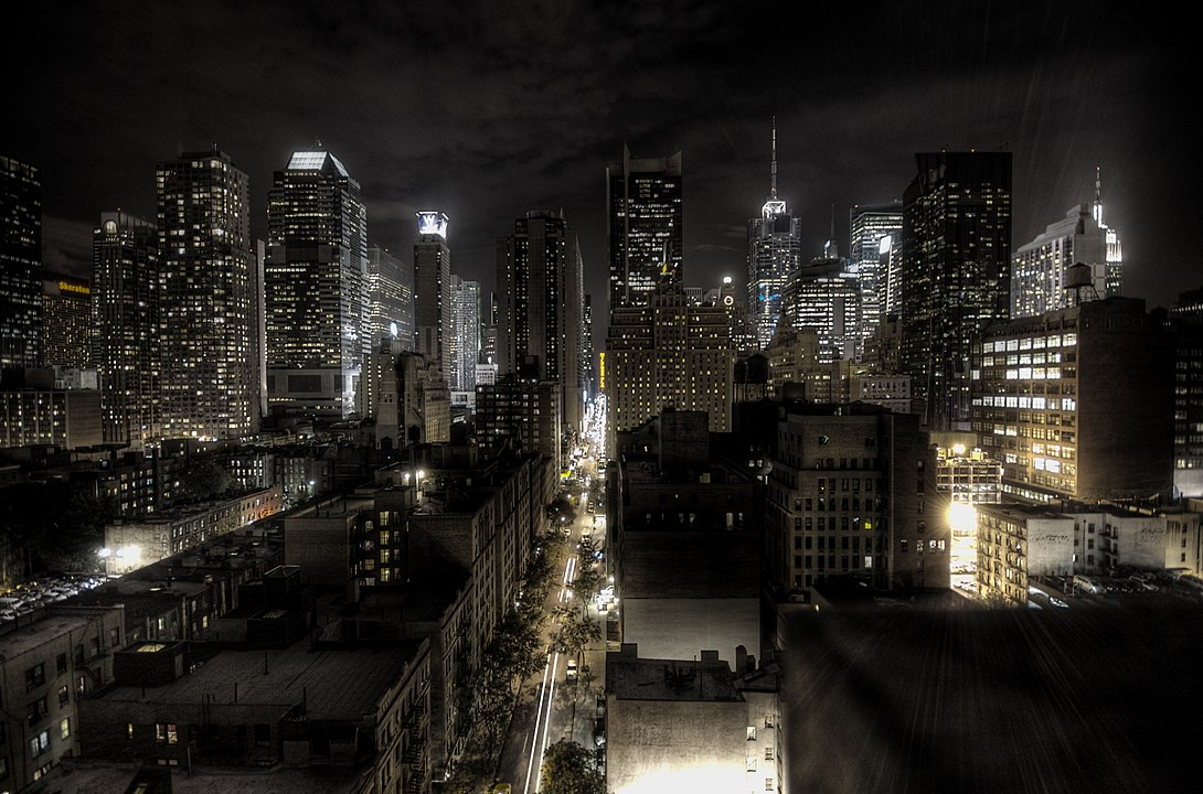1090px-New_York_City_at_night_HDR