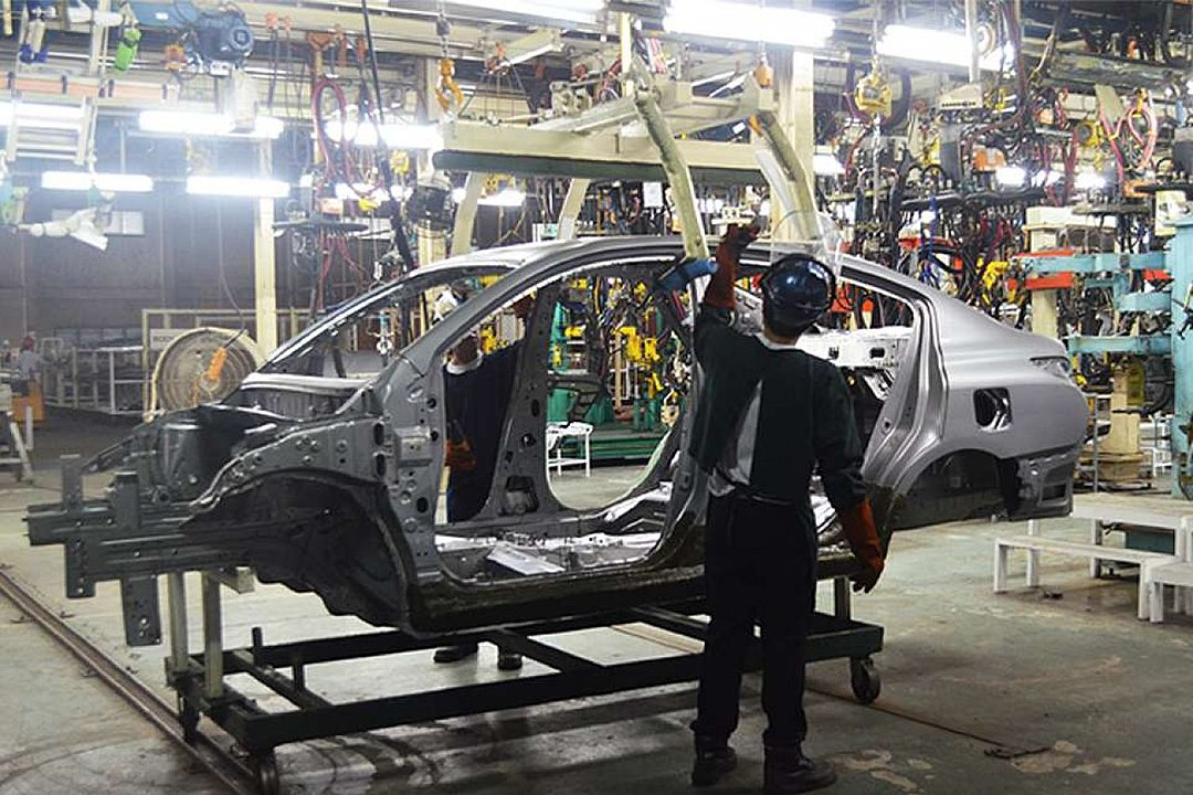 1080px-Car_Assembly_Line_in_Philippines