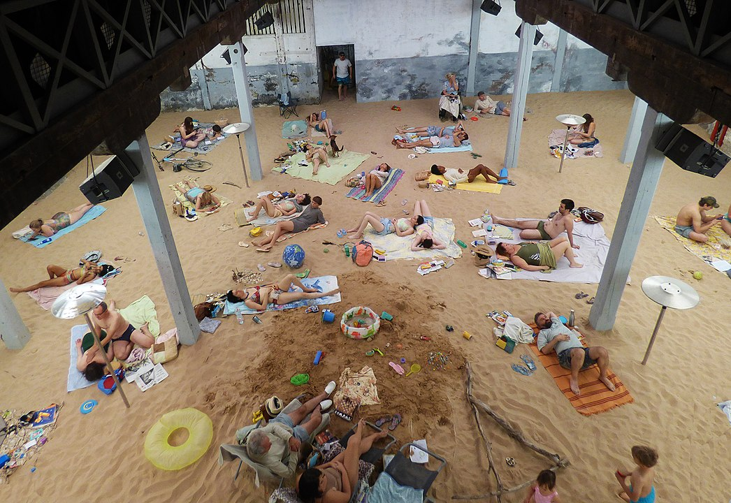 1046px-Sun_&Sea(Marina),Venice_Biennale_2019_P1760438(49002922142)